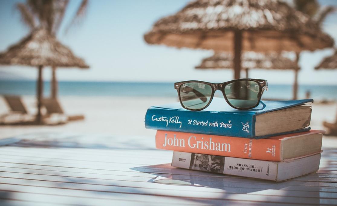 brýle na knihách