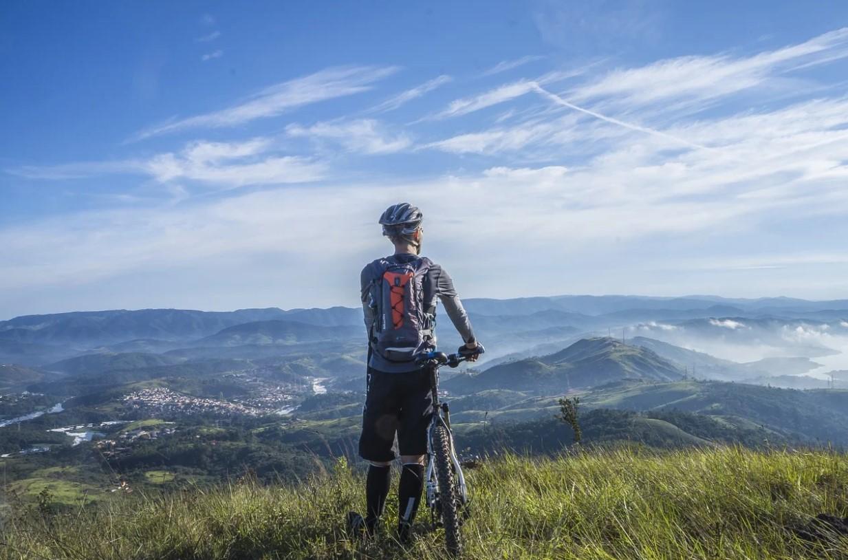 cyklista na horách