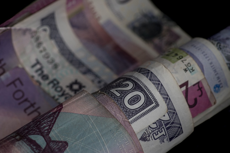 pokroucené bankovky